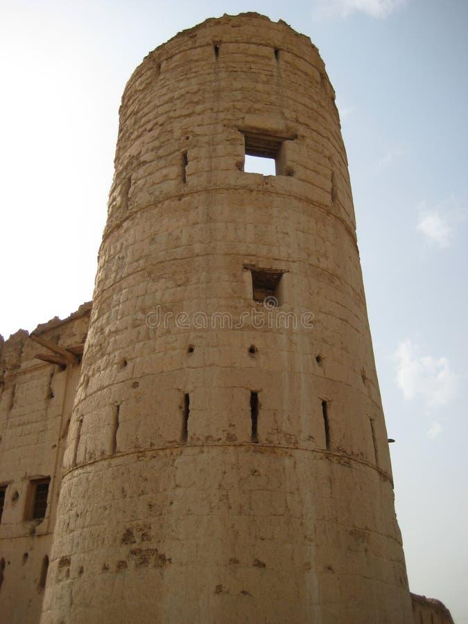 Gammal slott i sultanaten av Oman royaltyfria foton