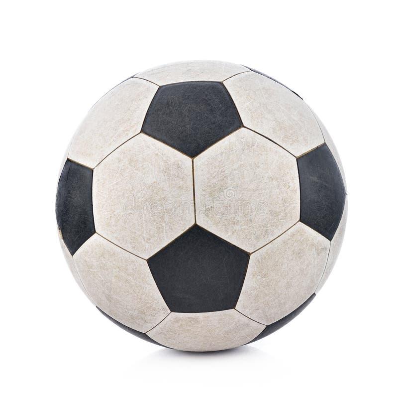 Gammal soccerball på vit bakgrund arkivbild