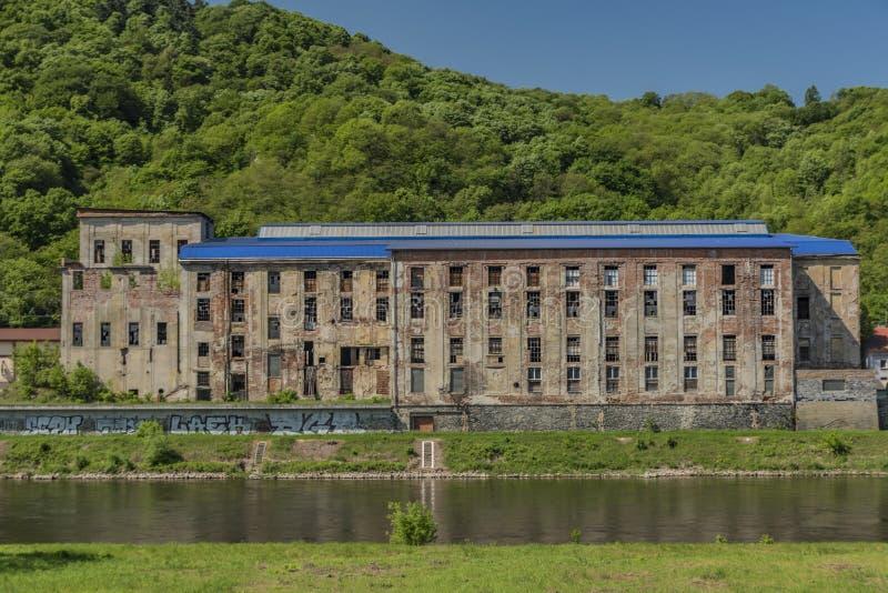 Gammal sockerfabrik i den Usti nad Labem staden royaltyfria foton