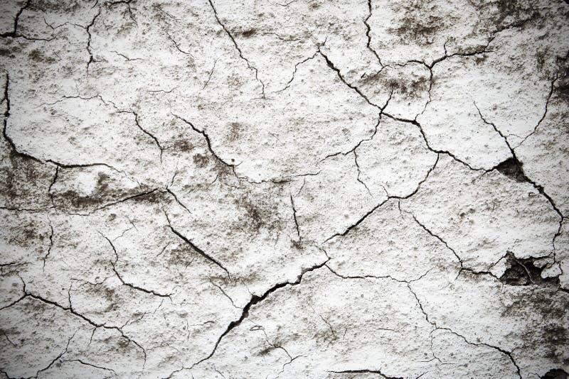 Gammal sprucken väggbakgrund arkivfoto