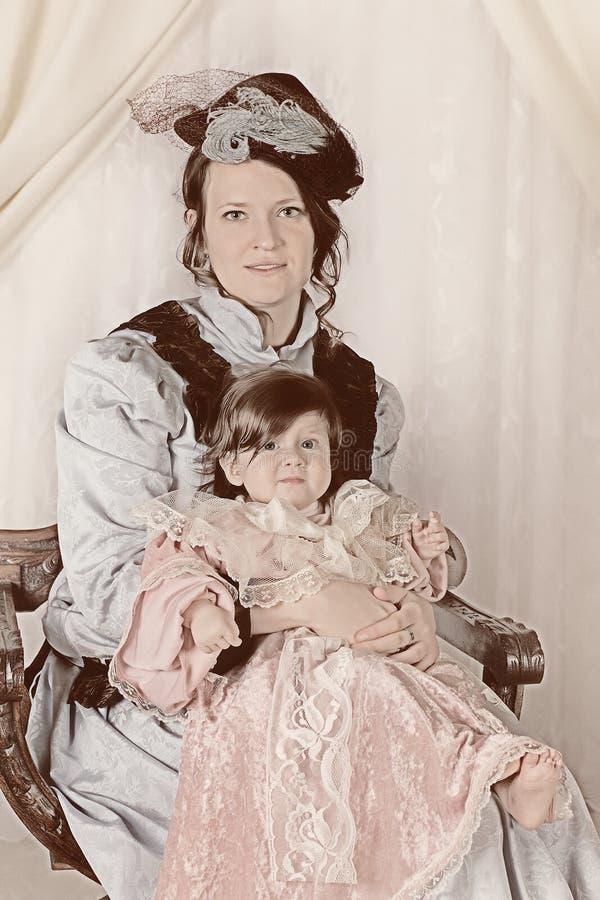 gammal stående för familj arkivfoto