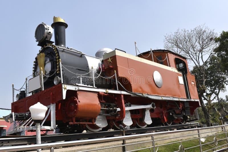 Gammal stångmotor för smalt mått som är populär som ångamotorn arkivbilder