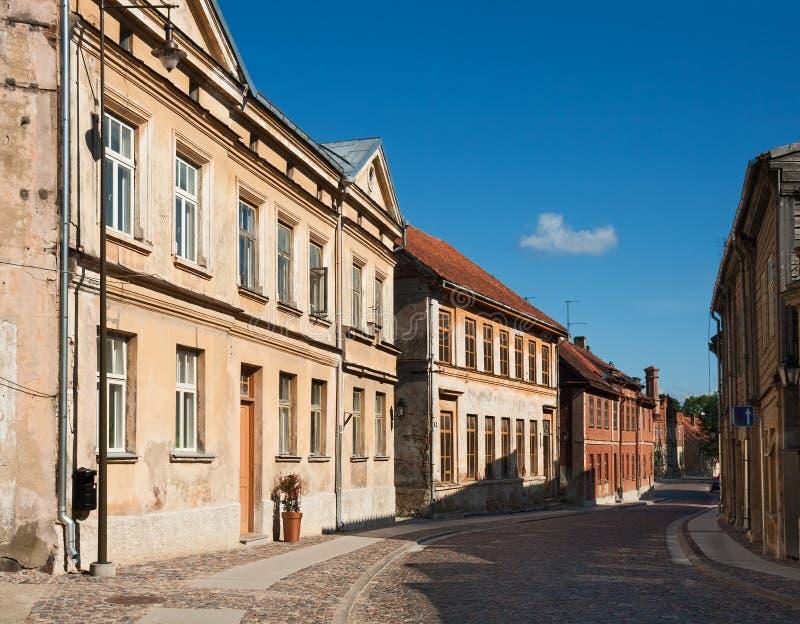 Gammal stad av Kuldiga, Lettland fotografering för bildbyråer