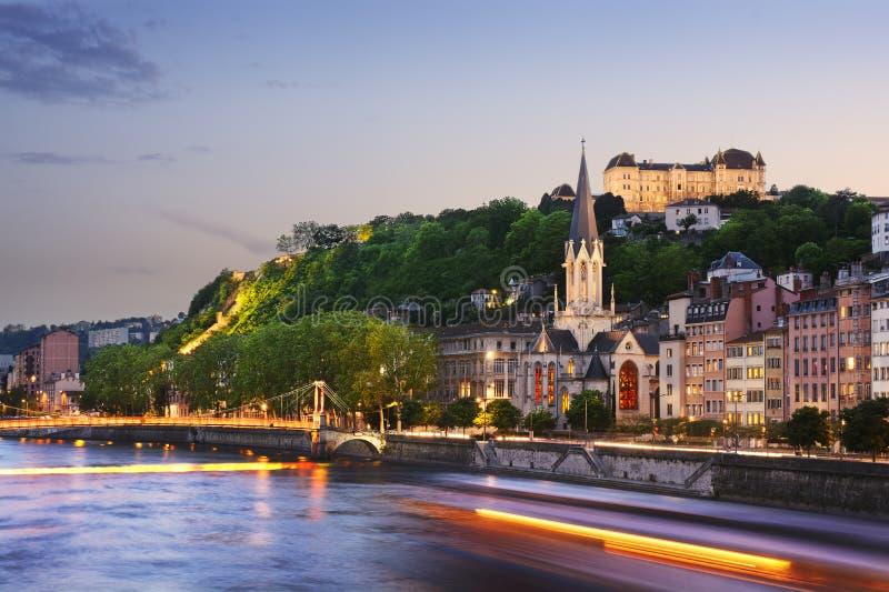 Gammal stad av Lyon på solnedgången, Frankrike royaltyfri bild