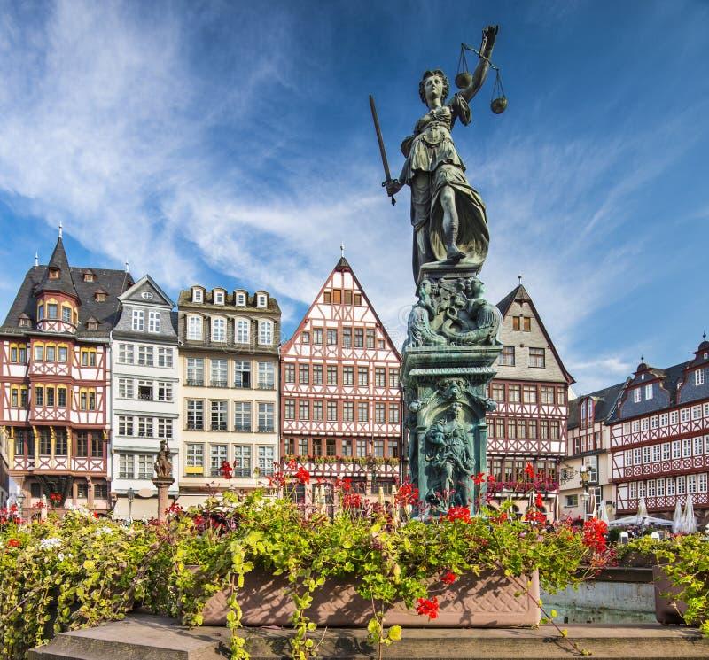 Gammal stad för Frankfurt Tyskland royaltyfria bilder