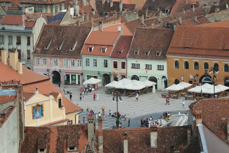 Gammal stad Hall Square i Brasov, Transilvania, Rumänien royaltyfri fotografi