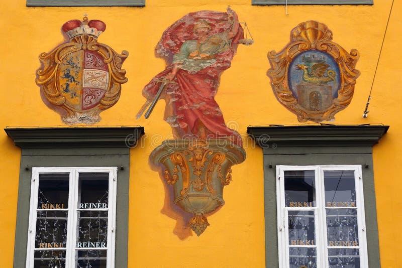 Gammal stad med vapenskölden, Klagenfurt, Österrike royaltyfri fotografi
