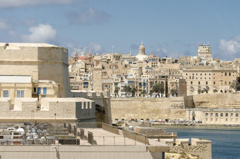 Gammal stad och hamn av Valletta, Malta royaltyfri foto