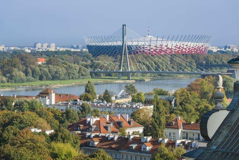 Gammal stad- och Mariensztat för Warszawa panorama, Polen royaltyfria bilder
