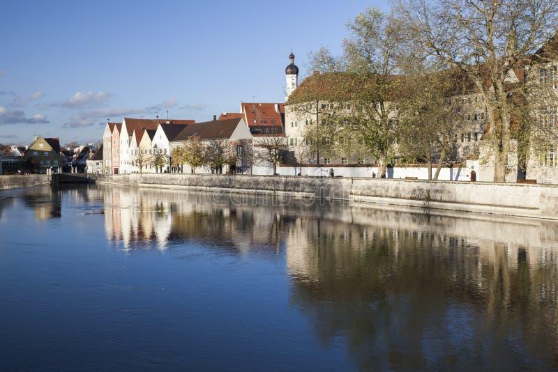 Gammal stad på floden Lech i Landsberg arkivfoton