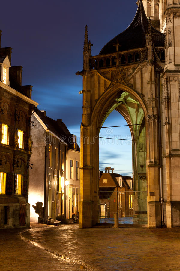 Gammal stad på natten royaltyfria foton