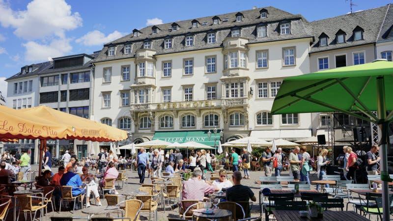 Gammal stadfyrkant av den Bonn Tyskland med den berömda hotellaktern royaltyfri fotografi