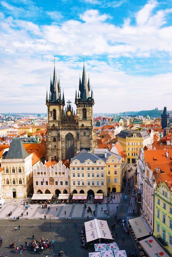 Gammal stadfyrkant och kyrka av oskulden Maria Before Tyn, Prague, Tjeckien En av huvudsakliga dragningar av Prague royaltyfria foton