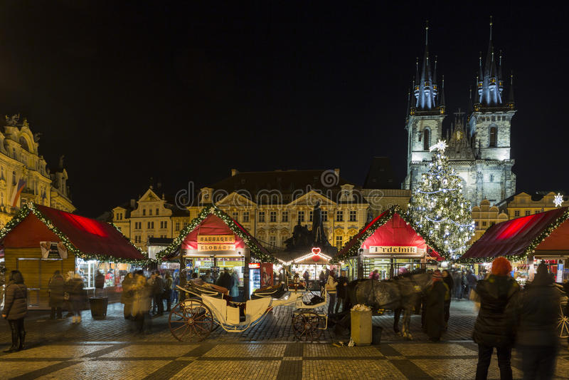 Gammal stadfyrkant på jultid, Prague, Tjeckien arkivfoto