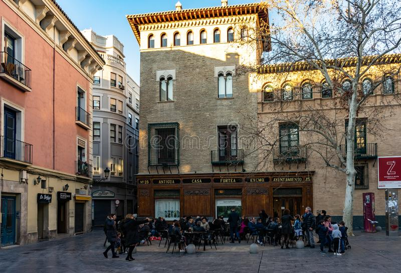 Gammal stadgata i Zaragoza, Spanien arkivfoton