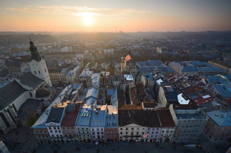 Gammal stadsolnedgång arkivbild