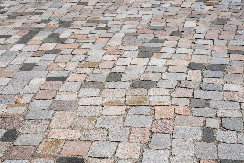 Gammal stentrottoar - blandad kullerstenbakgrund royaltyfria bilder