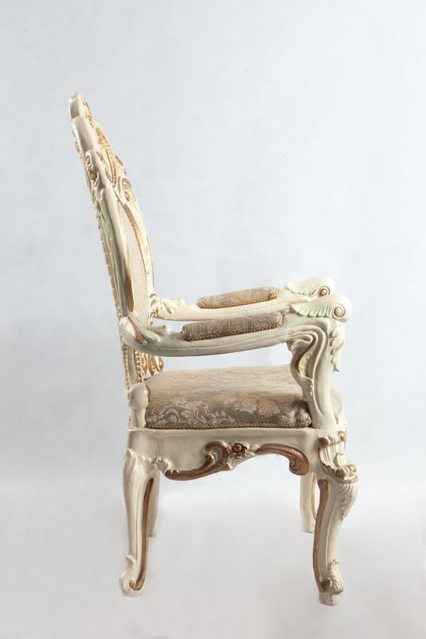 Gammal stol med dyra modeller royaltyfria foton