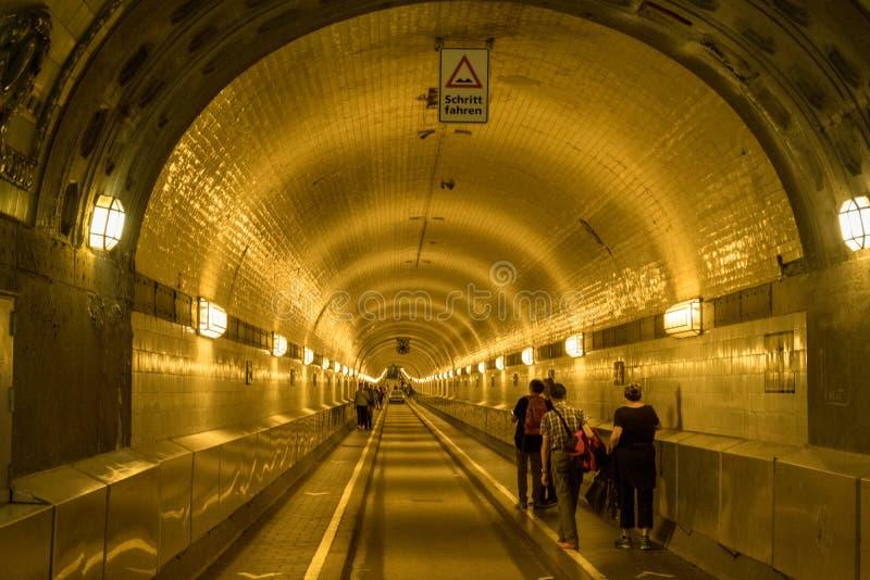 Gammal StPauli Elbe tunnel under floden Elbe i Hamburg, Tyskland arkivbild