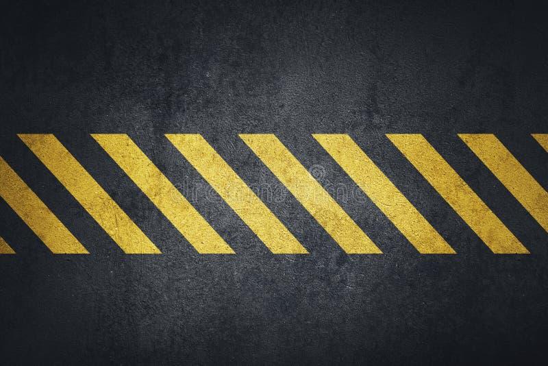 Gammal svart grungy yttersida för metallplatta med gula varningsband stock illustrationer