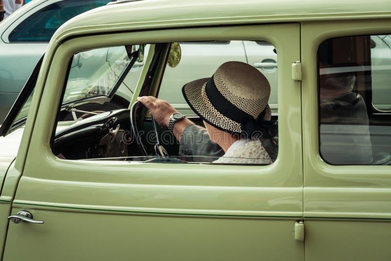 gammal tappning f?r bil royaltyfri foto