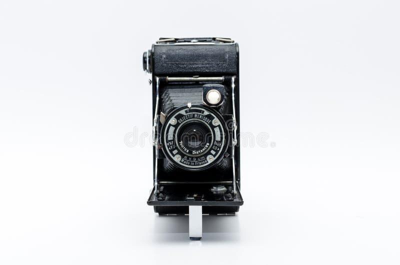 Gammal tappningkamera på vit bakgrund fotografering för bildbyråer