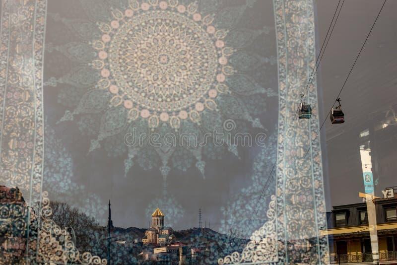 Gammal Tbilisi stadssikt i reflexionen arkivfoto