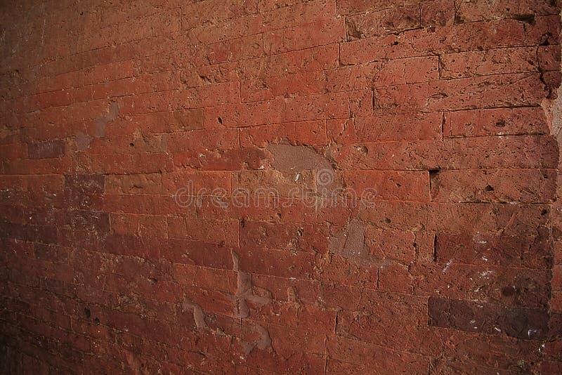 Gammal tegelstenvägg med röd tegelsten royaltyfri foto