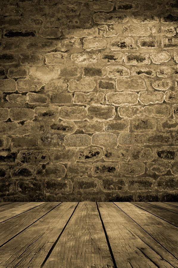 Gammal tegelstenvägg med trägolvet arkivbild