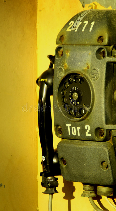 gammal telefon för industri royaltyfria bilder