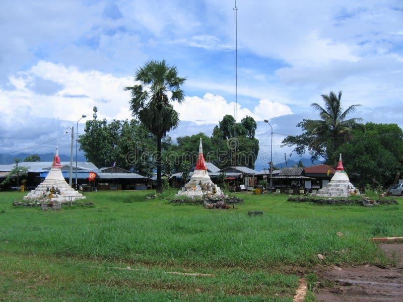Gammal tempel av Thailand som doppade undervattens- arkivbilder