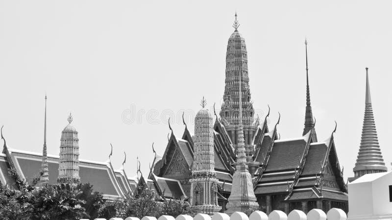 Gammal tempel, tempel av Emerald Buddha, Wat Phra Kaew monokrom i Bangkok, Thailand fotografering för bildbyråer