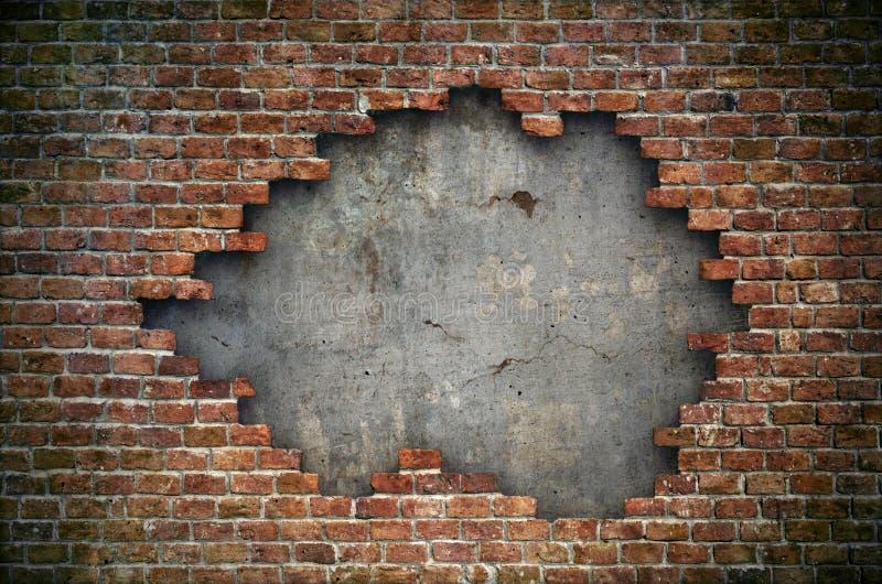 Gammal textur för bakgrund för vägg för röd tegelsten skadad arkivbild
