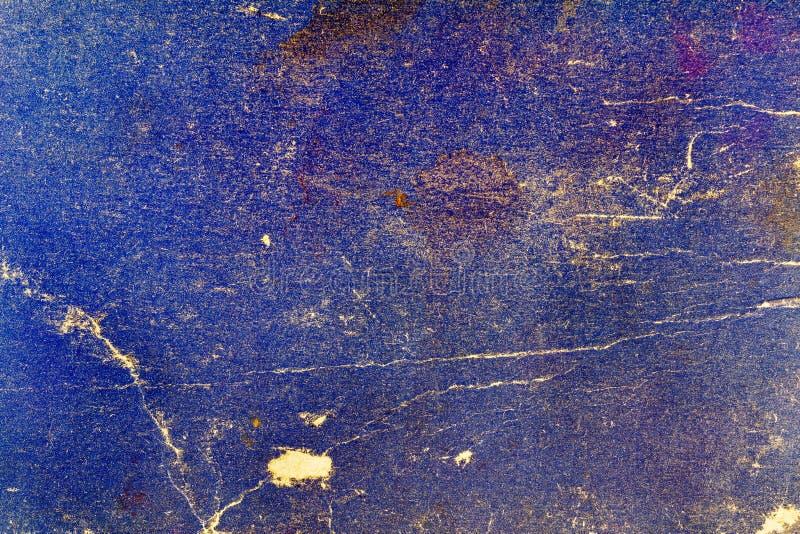 Gammal textur för blått papper med sprickor och fläckar abstrakt bakgrund arkivfoto