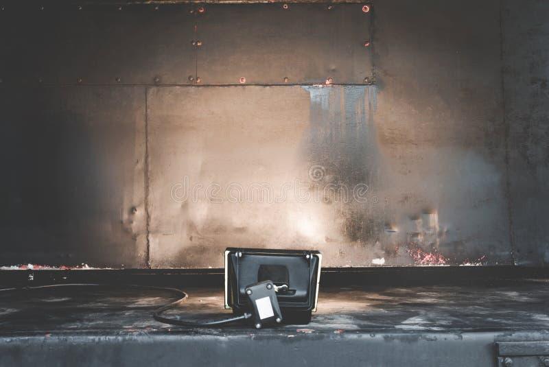 Gammal textur för rost för metallståljärn på bakgrunds- och studiostrålkastare Strålkastare- och metallyttersidatextur royaltyfri fotografi