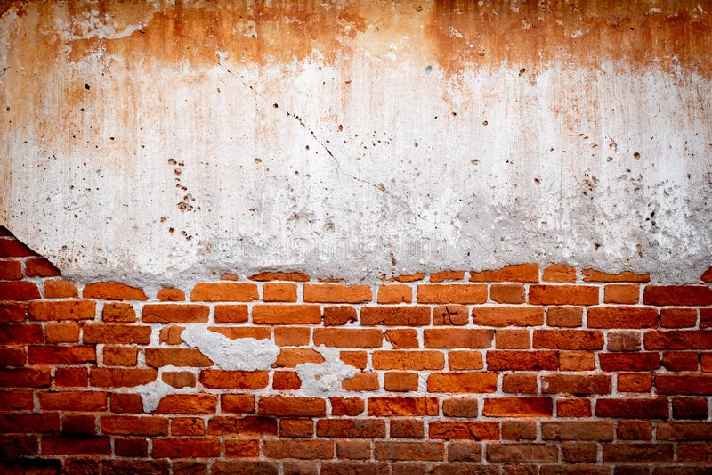 Gammal textur för tegelstenvägg med skadad murbruk, röd Stonewall för Grunge bakgrund, grungebakgrund och kopieringsutrymme arkivfoton