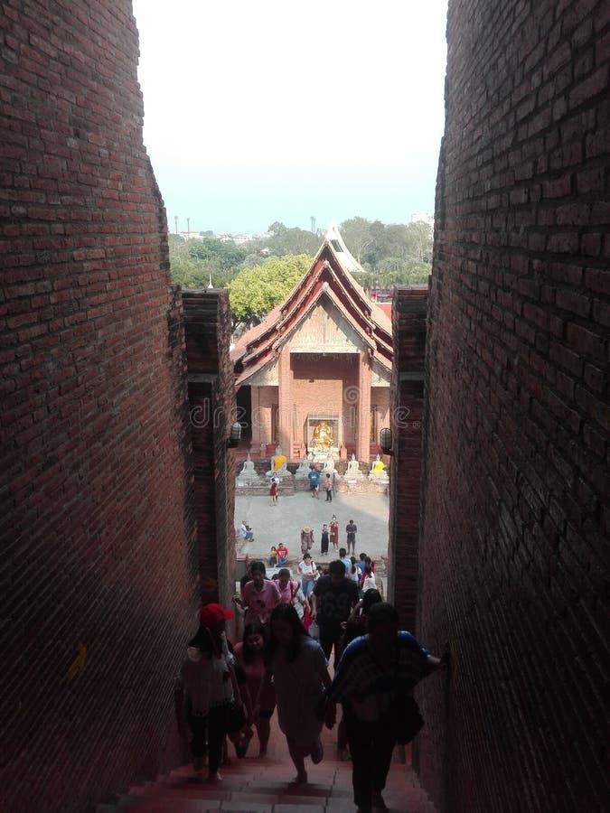 Gammal thailändsk Ayutthaya forntida tempel dag en arkivfoton