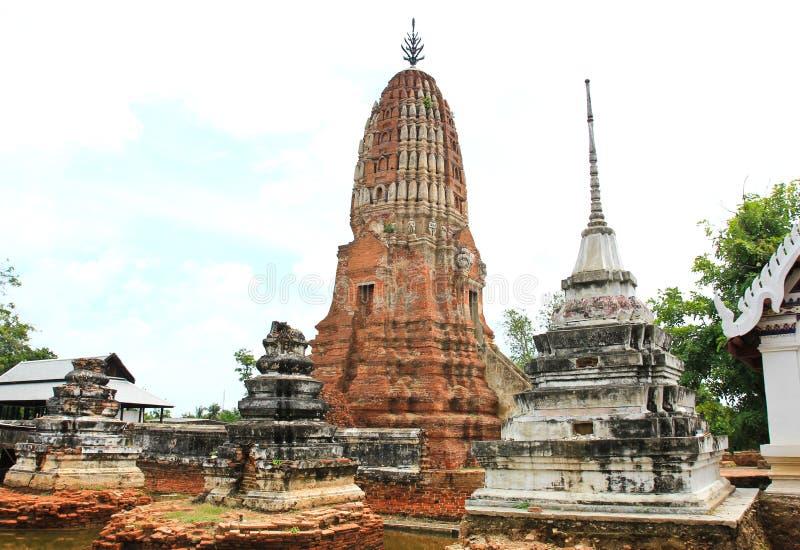 Gammal Thailand tempel Denna är Prangen av Wat Prasrirattana Mahathat royaltyfria foton