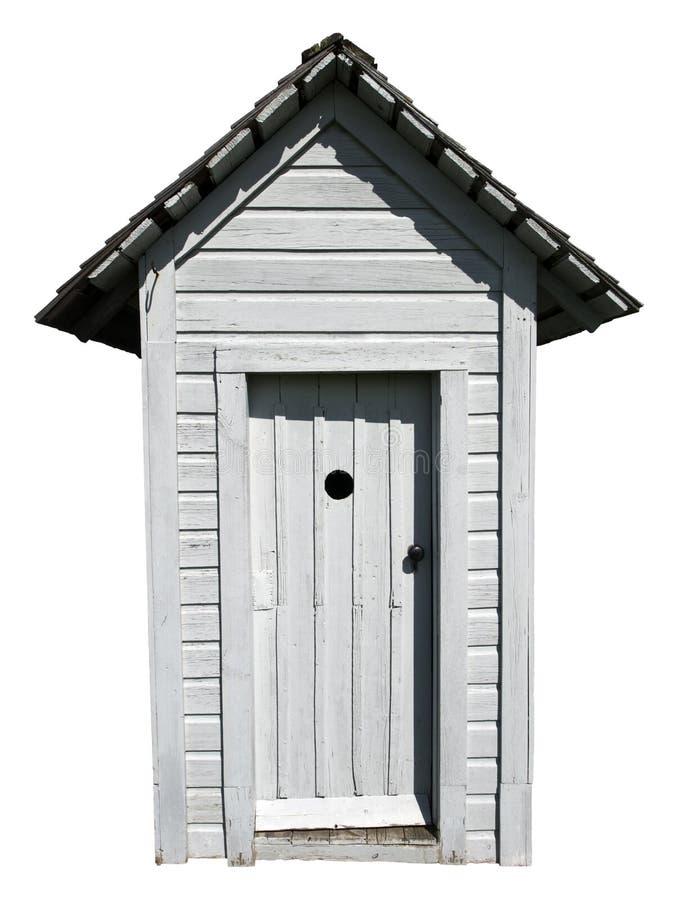 Gammal toalett för tappninguthuslantgård som isoleras royaltyfri fotografi