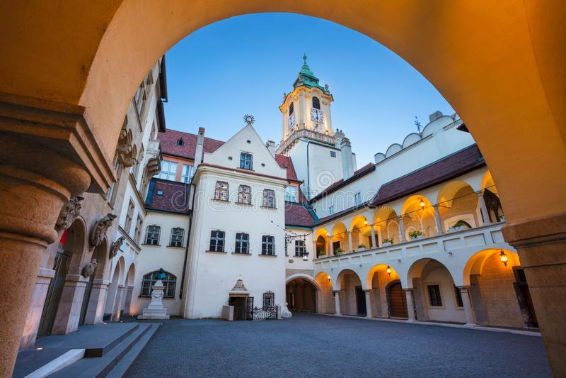 gammal town för bratislava korridor royaltyfri foto