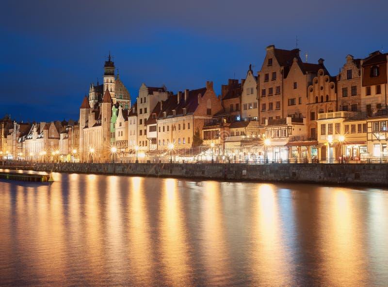 gammal town f?r gdansk natt arkivbild