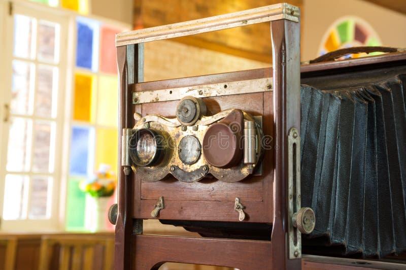 Gammal träkamera för stort format arkivfoton