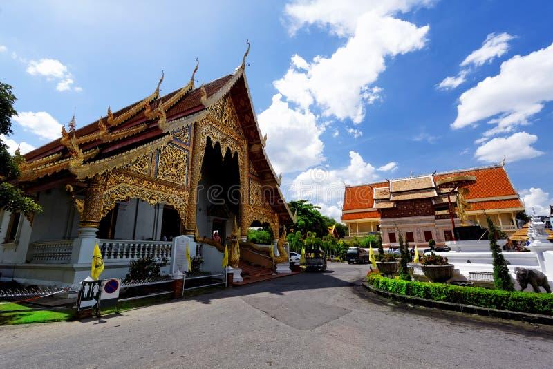 Gammal träkyrka av Wat Lok Molee Chiang mai royaltyfria bilder