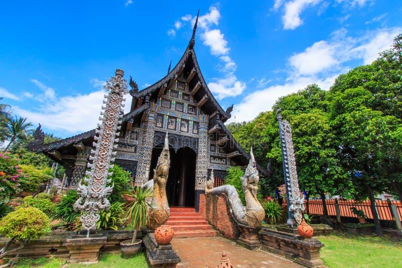 Gammal träkyrka på Wat Lok Molee arkivbild