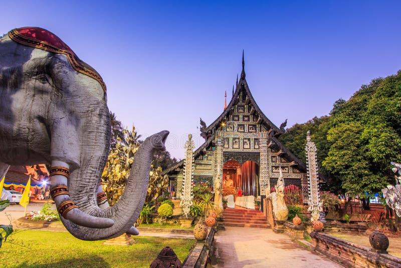 Gammal träkyrka på Wat Lok Molee arkivfoto