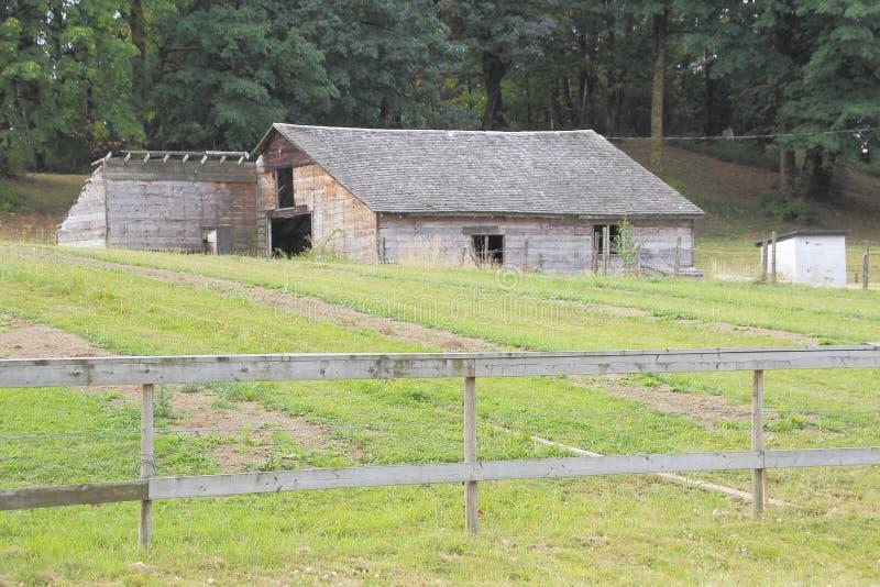 Gammal träSmokehouse arkivfoton