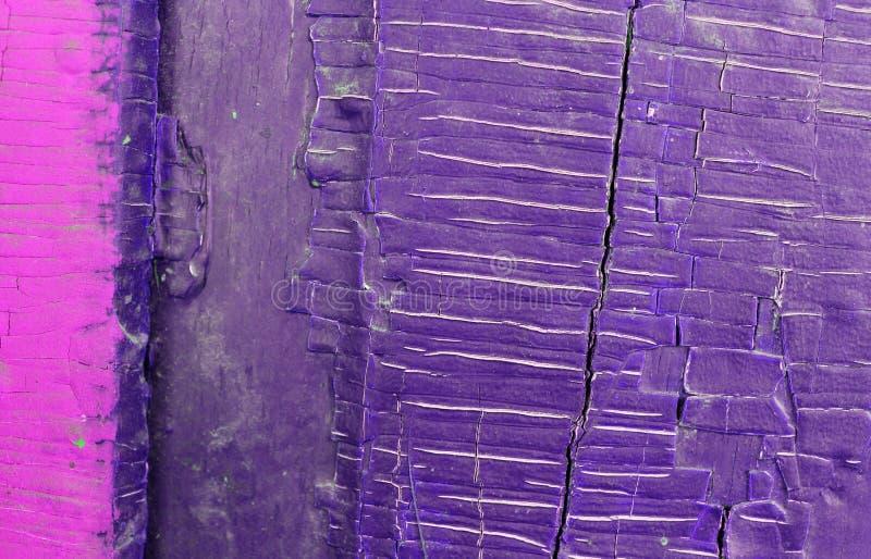 Gammal tr?bakgrund med rest av stycken av rester av gammal m?larf?rg p? tr? Textur av ett gammalt tr?d, tappningtr?bakgrund fotografering för bildbyråer
