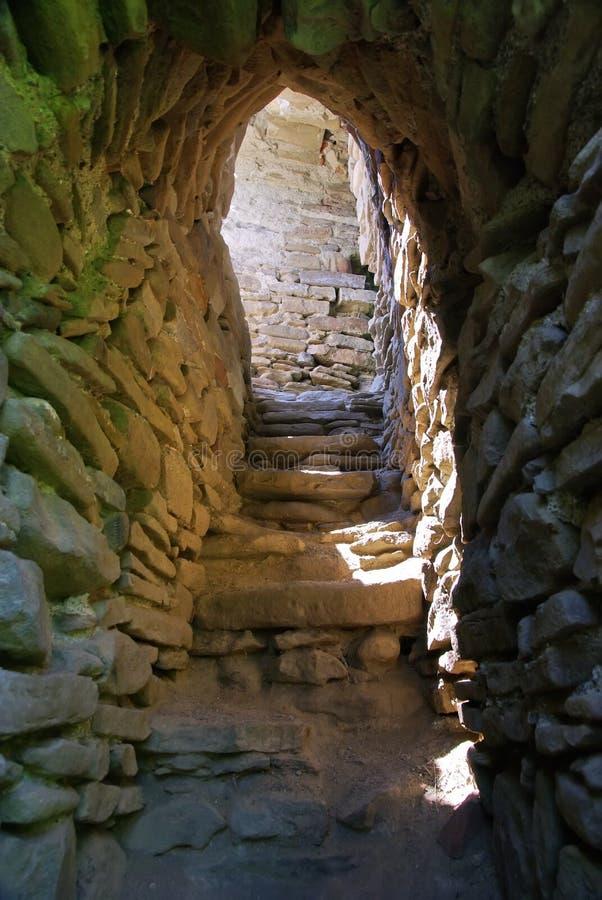 gammal trappa för fästning arkivfoton