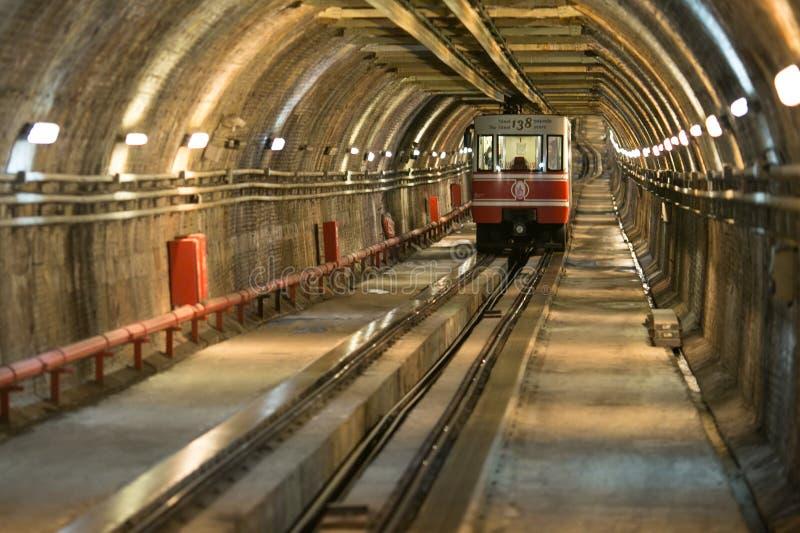 Gammal tunneltunnelbana från Karakoy till Taksim arkivfoton
