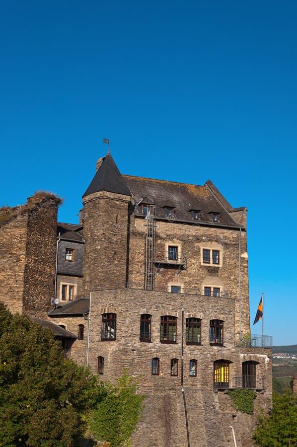 Gammal tysk slott som byggs om i hotellet. royaltyfri fotografi